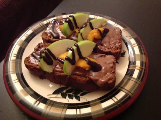 Z lásky nazdobeno čokoládovým Better N Peanut Butter, dýňovým pyré, zeleným jablíčkem a hořkou čokoládou