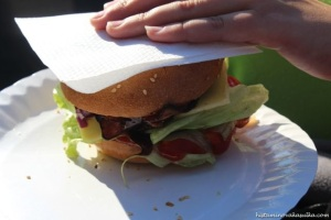 Ale nějaká slečna nás nechala ten burger alespoň vyfotit:)