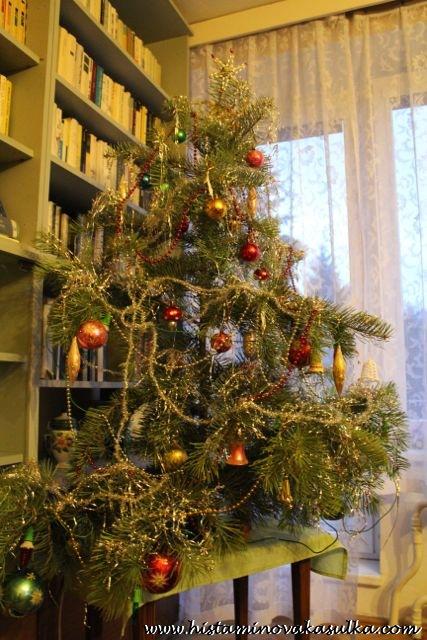 Kvůli stromečku nemusíte kácet lesy - krásný se dá udělat i z části větvě urostlého stromu.