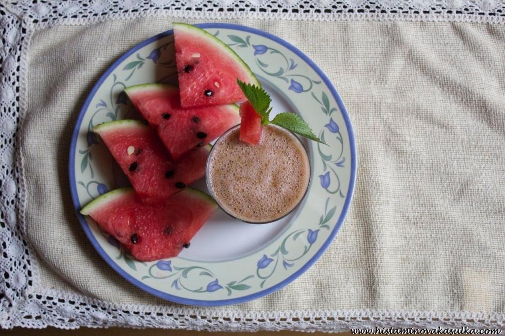 Verze bez jahod bude světlejší a bude záviset na množství použité meduňky.