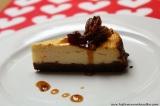 Tvarohový dort na brownie podkladu s karamelizovanými pekanovýmiořechy