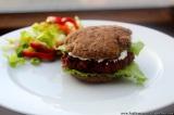 Řepné burgery s fazolí černé oko a uzenoupaprikou
