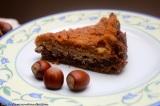 Lískooříškový koláč s jablky, švestkami a bílýmmákem