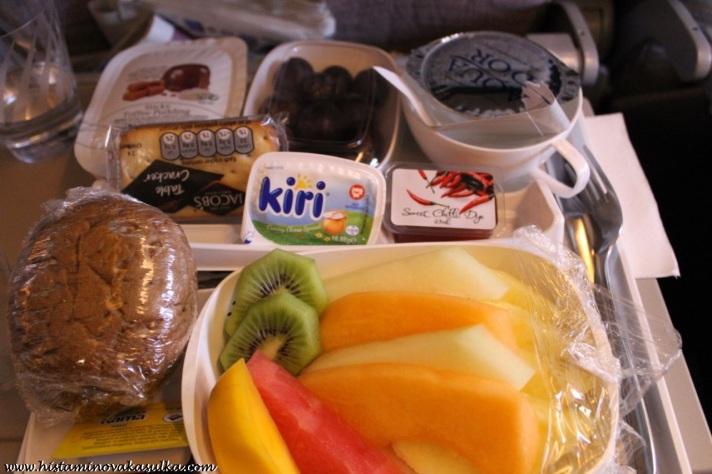 Takto vypadá talíř čerstvého ovoce:))