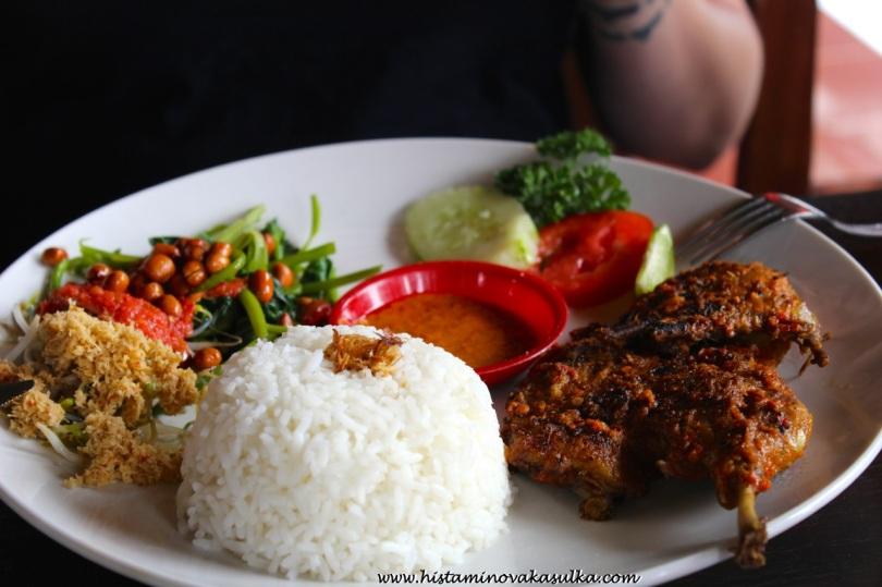 Samozřejmě i maso na Bali seženete:))
