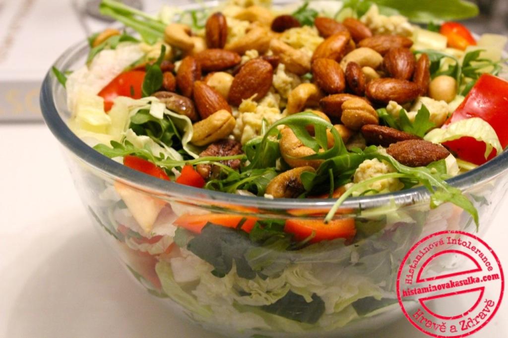 Taková pravá silvestrovská večeře..pravda, tolik ořechů tam běžně nebývá:)