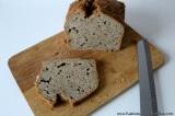 Bílkovinný cizrnový chléb bez lepku s dušenou pórkovoukapustou